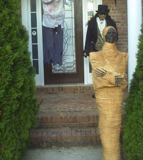Realistic Halloween Egyptian Mummy with Butler Geeves