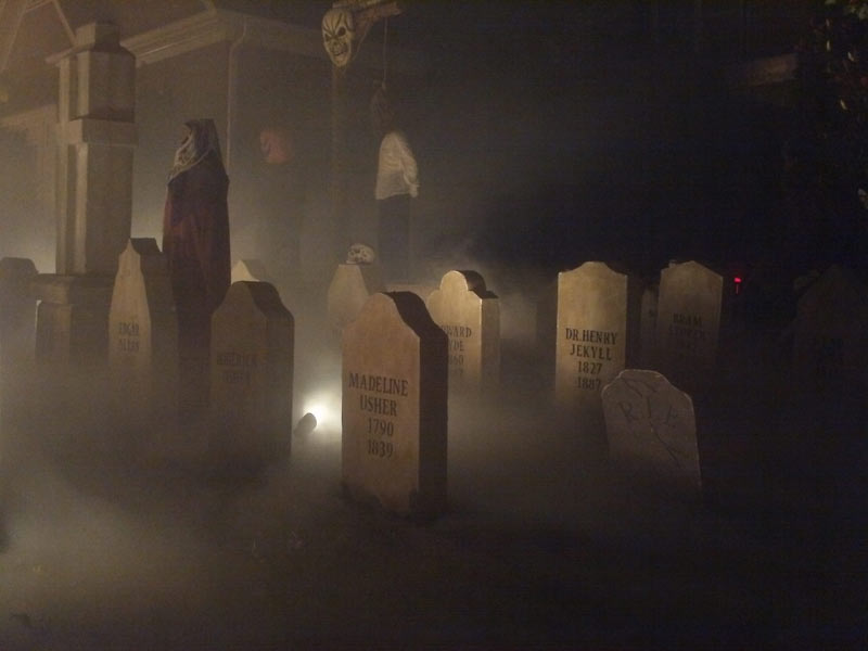 Best Halloween 2015 display fog in cemetery
